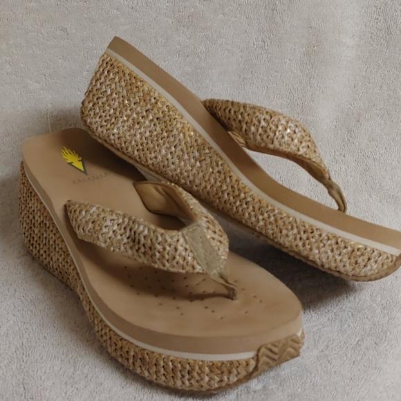 Volatile sandals... Adorable wm. sz. 8